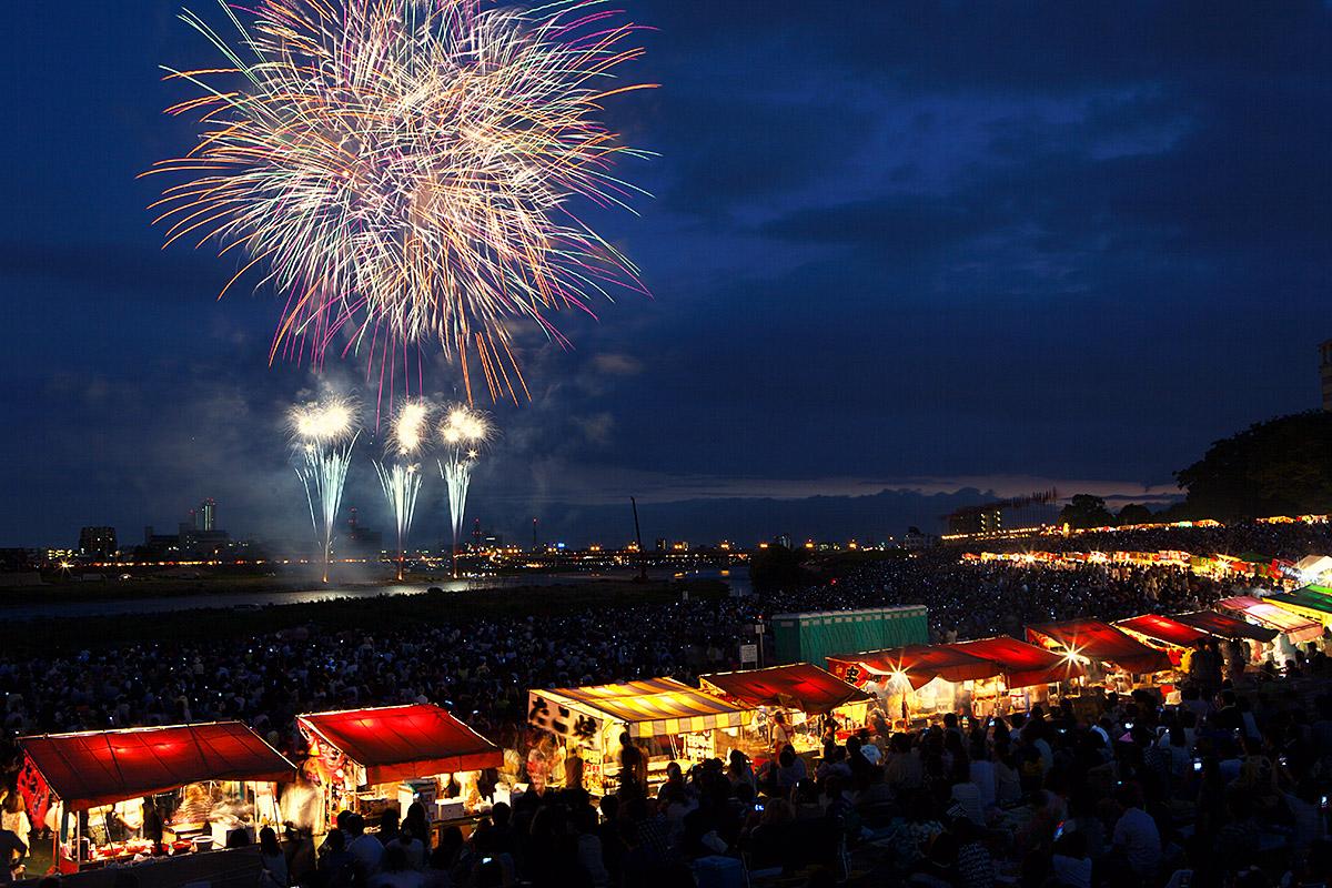 nagaragawa fireworks